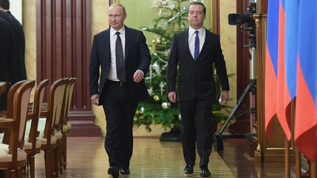 President Vladimir Putin (L) and Prime Minister Dmitry Medvedev (RIA Novosti / Alexander Astafyev)