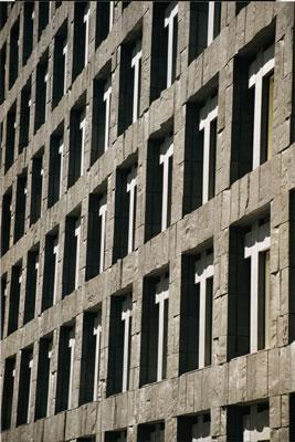 Riksbanken ser ut som en byggnad från gråa Sovjet.  Kanske passande för vi står inför ett införande av planekonomi bi hela BIS-systemet.