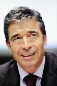 dansk politiker. Han var partiledare för det liberalkonservativa partiet Venstre 1998–2009 och Danmarks statsminister 2001–2009.